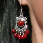 Boucles d'oreilles tibétaines avec perles rouges
