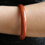 Bracelet bangle en agate rouge orangée