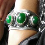 Bracelet tibétain en métal argenté et jade