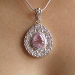 Pendentif avec cristal rose