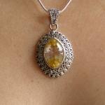 Pendentif avec cristal jaune