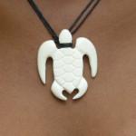 Pendentif maori tortue en os sculpté