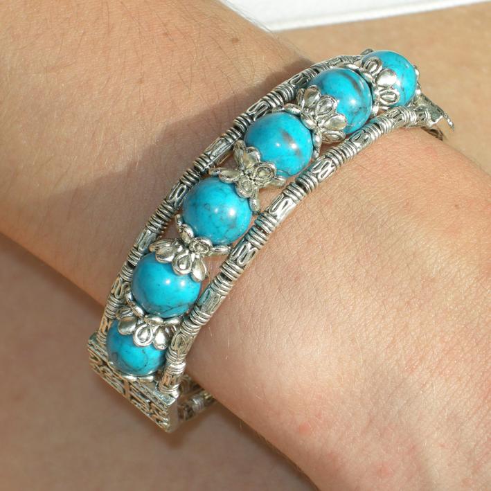 Bracelet tibétain en métal argenté et turquoise