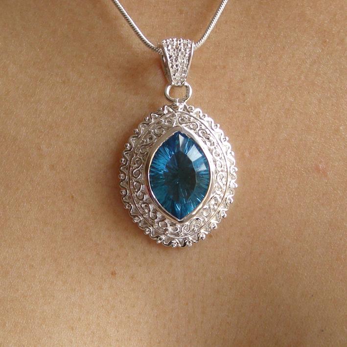 pendentif avec cristal bleu bijoux femme en pierres semi With bijoux en cristal